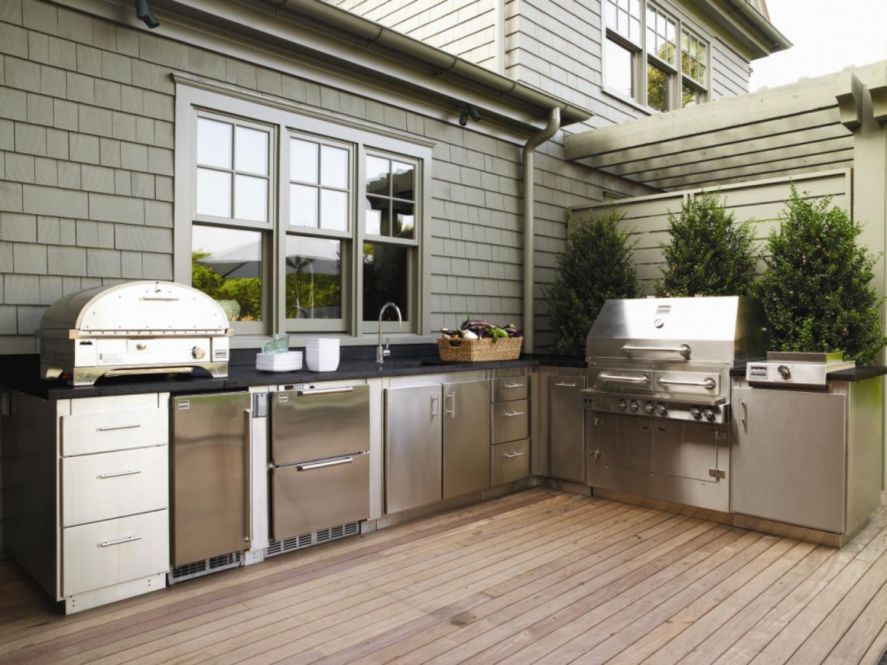 These diy outdoor kitchen plans turn your backyard into these diy outdoor kitchen plans turn your backyard into entertainment zone solutioingenieria Choice Image