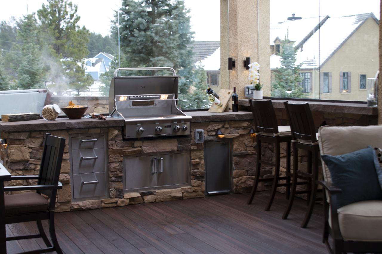 These diy outdoor kitchen plans turn your backyard into for Outdoor kitchen wall ideas