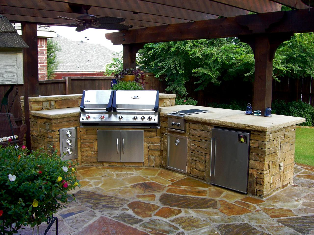 These diy outdoor kitchen plans turn your backyard into for Building an outdoor kitchen